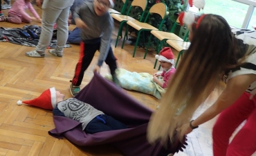 2017.12.21 Świąteczne warsztaty z rodzicami - ,,Pobawmy się razem''_29