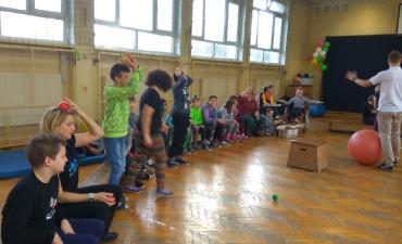 2018.12.05 Zajęcia z żonglerki oraz malowanie buziek_5