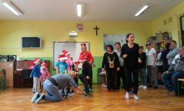 2017.12.21 Świąteczne warsztaty z rodzicami - ,,Pobawmy się razem''_8